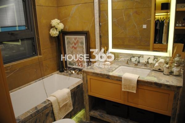 绿地西水东中央生活区145㎡样板间主卧卫浴