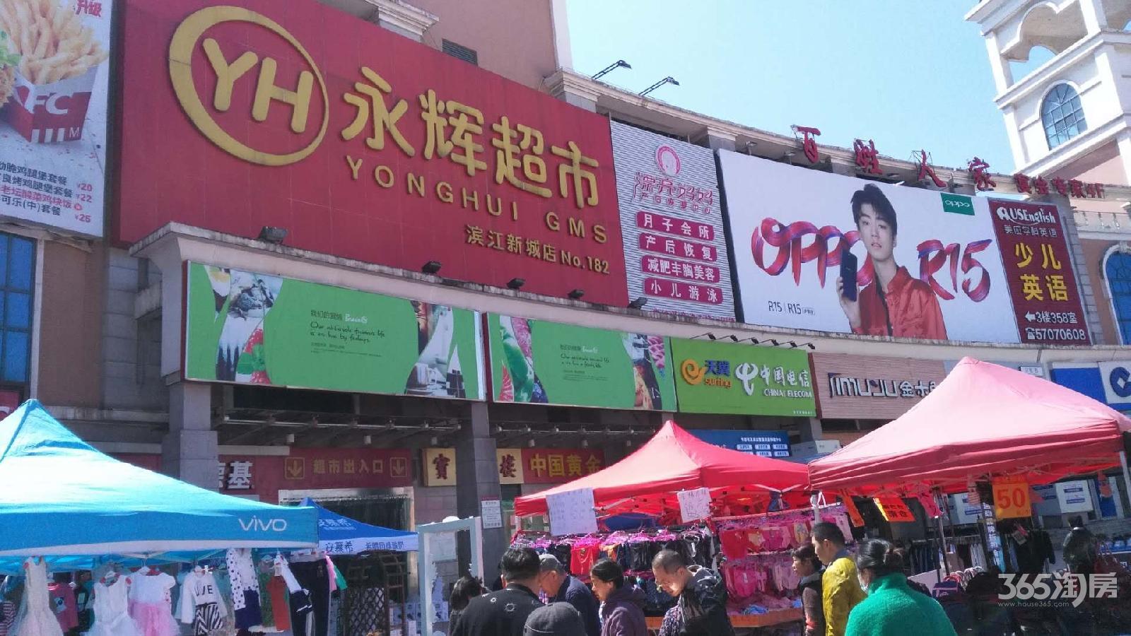 明发金角位置永辉超市楼下商场进出口