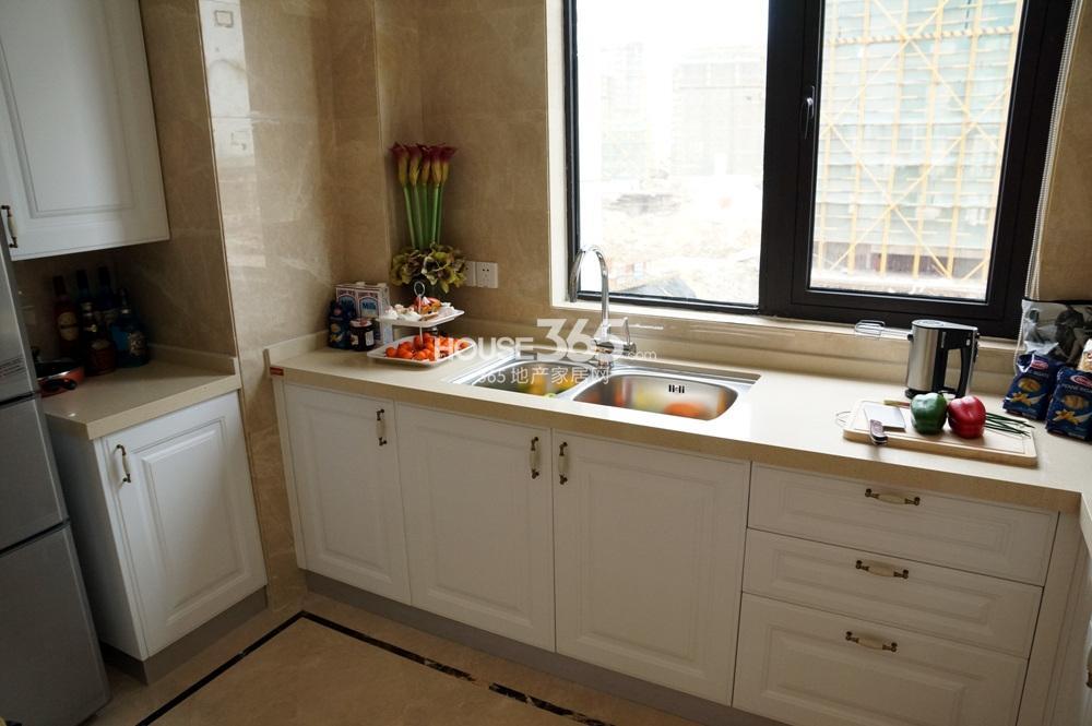 银亿东城C1样板间131㎡——厨房