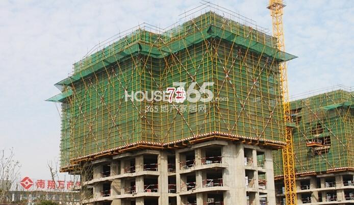 新华联梦想城住宅首期开盘7#楼工程进度(2014.11摄)