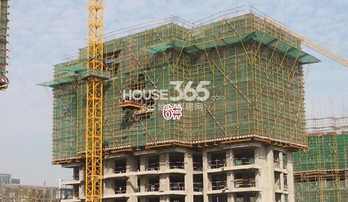 新华联梦想城住宅首期开盘6#楼工程进度(2014.11摄)