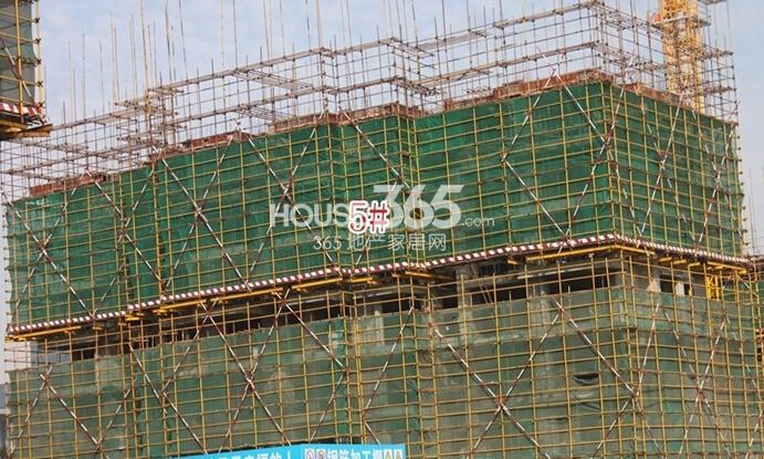 新华联梦想城住宅首期开盘5#楼工程进度(2014.11摄)