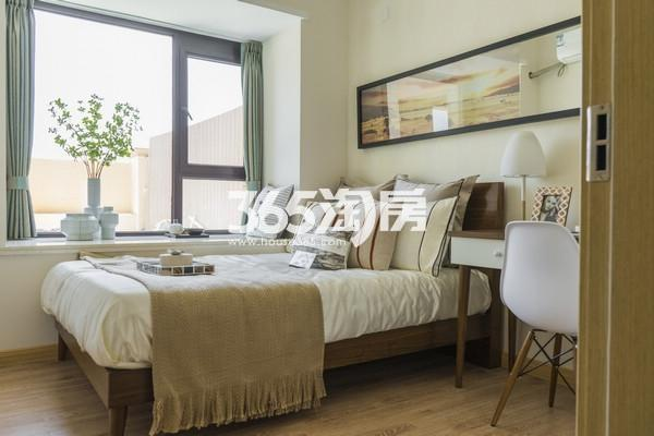雅居乐中心广场98平样板间卧室