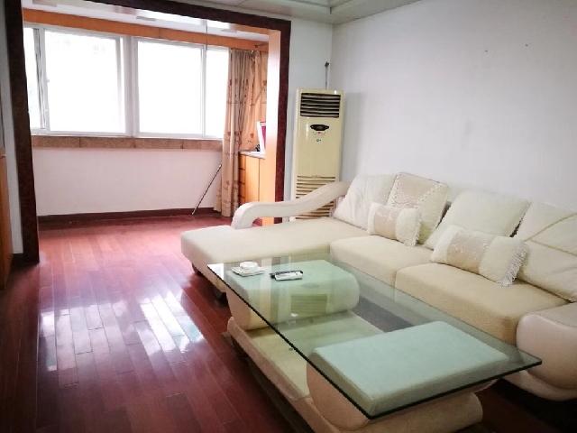 临江小区,三楼107平米,精装修,124.9万另有储藏室