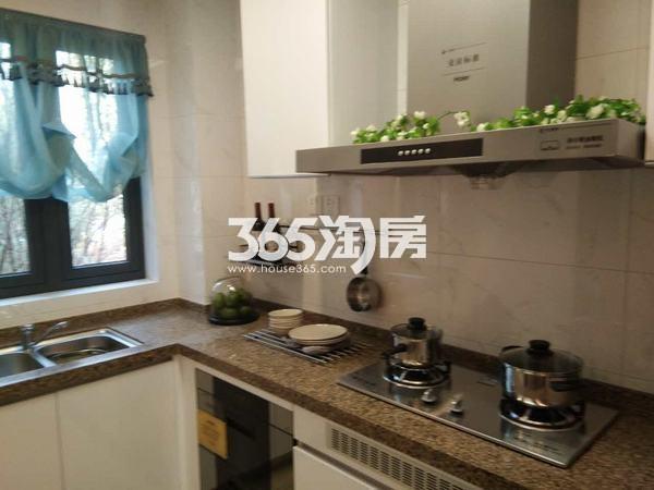 恒大翡翠龙庭129平米厨房样板间