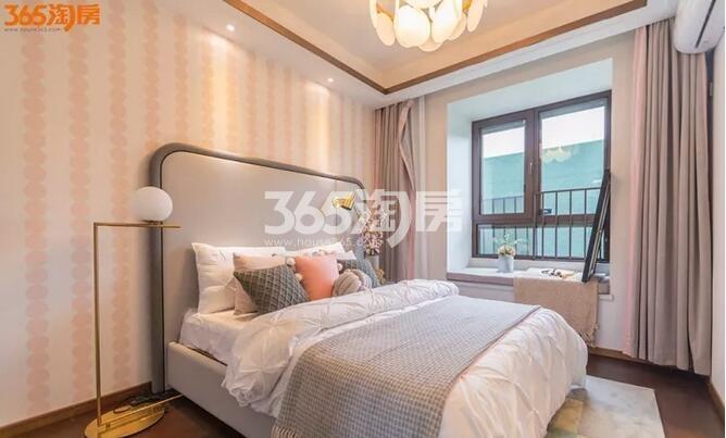 华侨城翡翠天域130㎡样板间——卧室