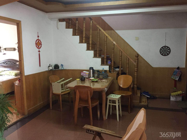 沿河小区3室2厅2卫105平米精装产权房