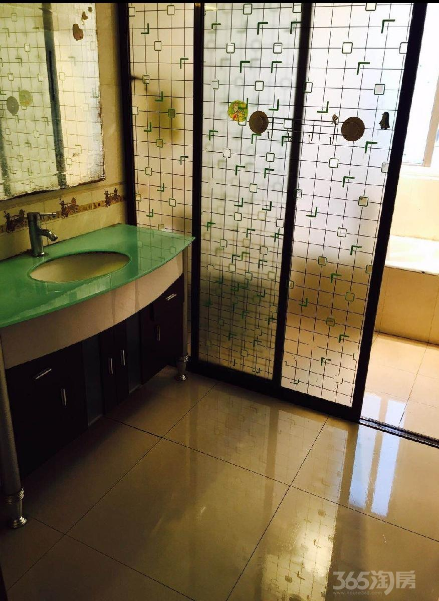 东方公寓3室2厅2卫125平米合租精装