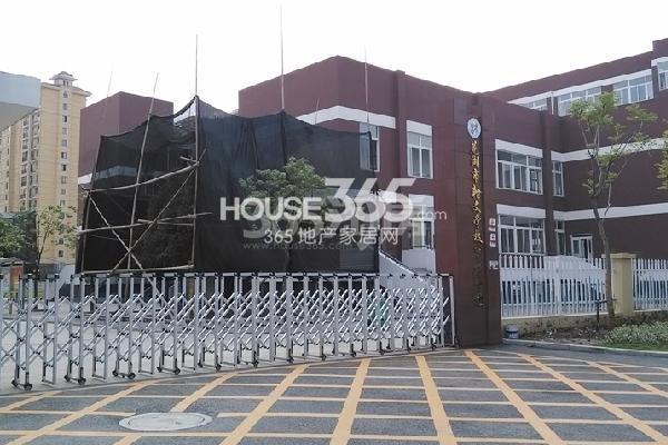 新华联梦想城周边学校-瀚文学校育才分校