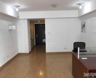河西万达 精装公寓 集庆门地铁口 可住家可办公 有钥匙 随