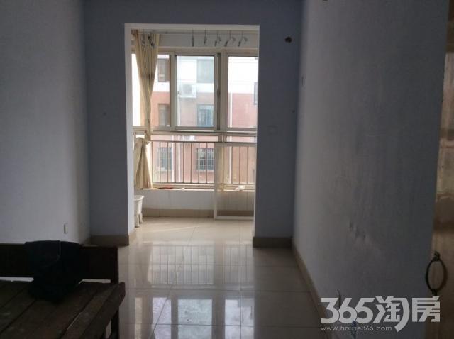 新湖家园三楼两室,房东刚搬走出租,房子干净