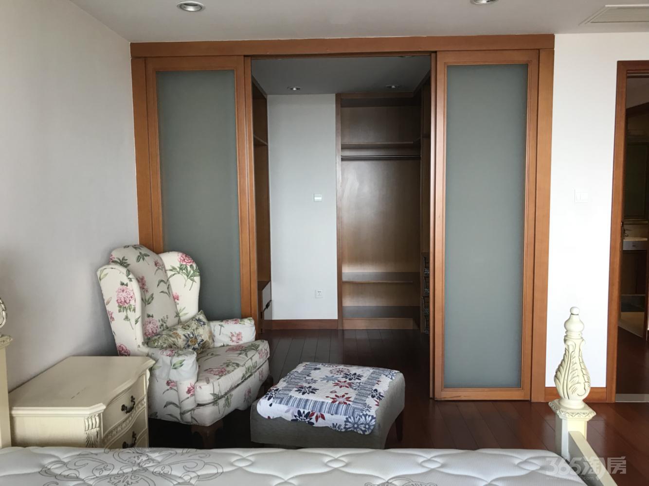 仁恒国际公寓3室2厅2卫243平米整租豪华装