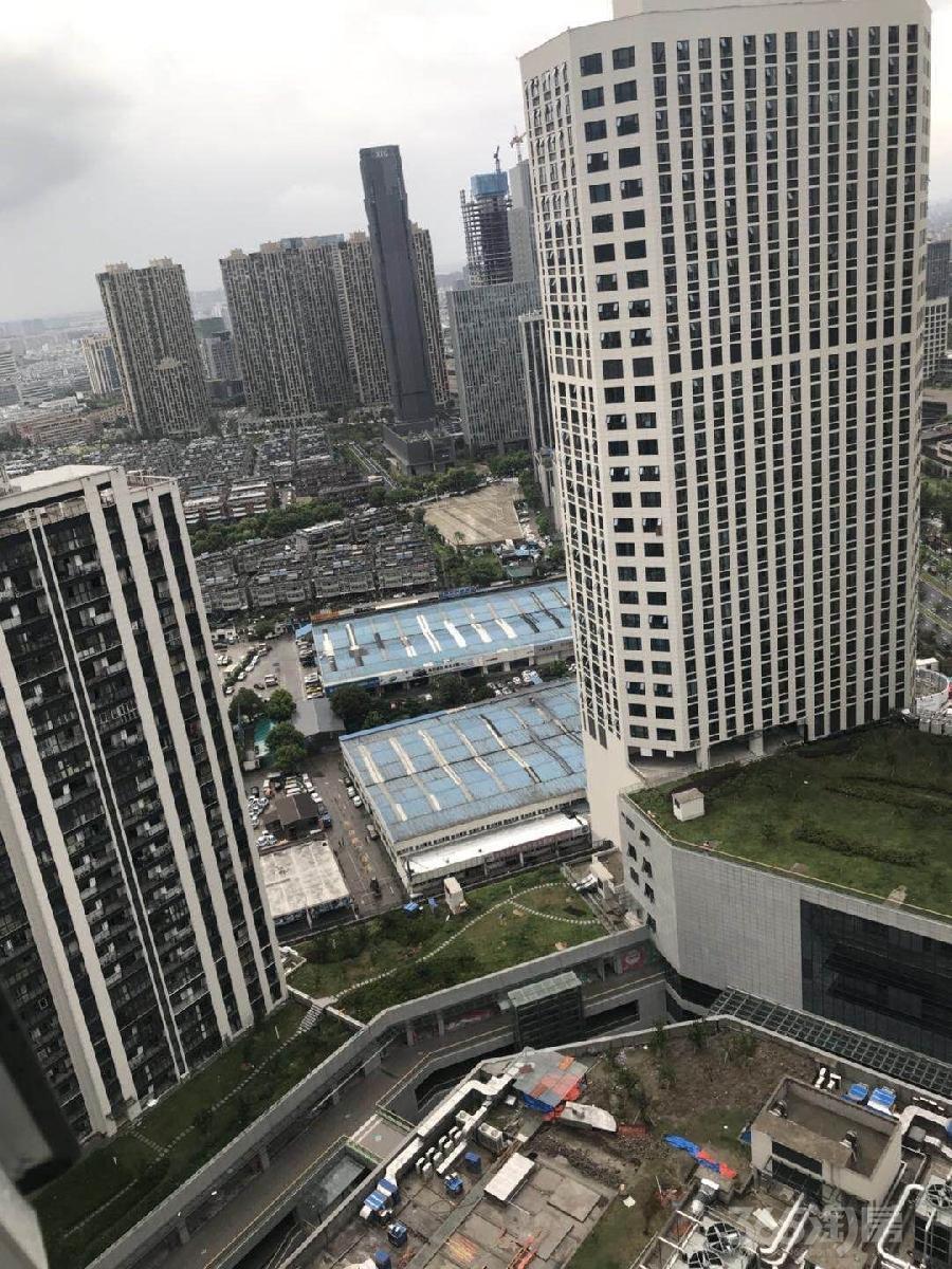 杭州市区:地铁口车位25万一个!