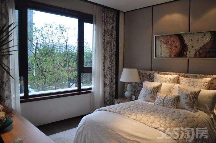 金龙湖公馆2室2厅1卫60�O2016年产权房精装公寓湖景房