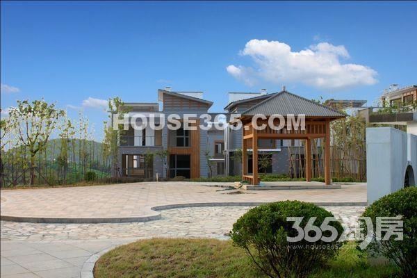 森湖溪谷5室3厅3卫245平方产权房毛坯