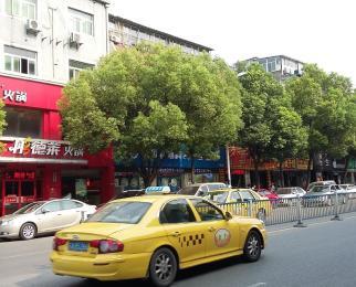 三牌楼大街迎街门面直租餐饮免地段好看房提前联系