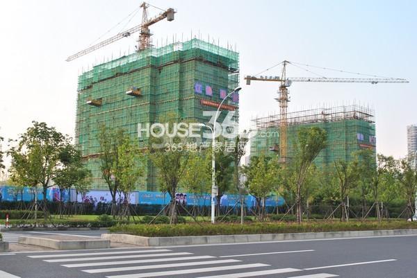 苏宁悦城三期工程实景图 左起1#、6#(2015.10摄)