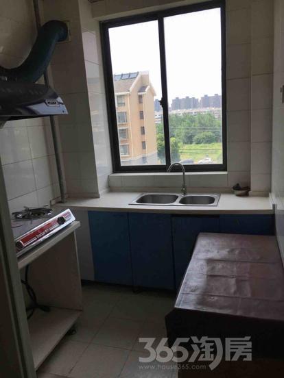 龙庭世家3室2厅1卫102.3平米简装产权房2007年建