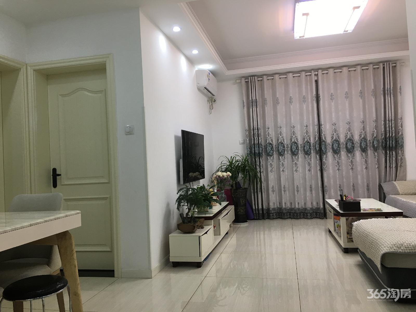 太湖国际社区2室2厅1卫89.9平方产权房精装