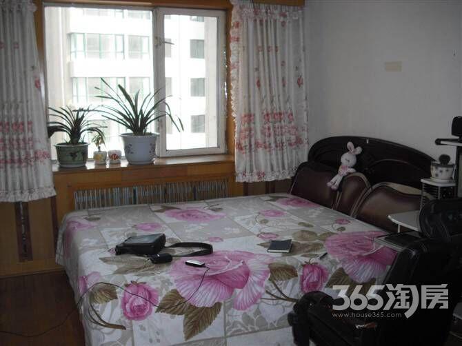 荣城花园(大东)2室1厅1卫70�O整租简装