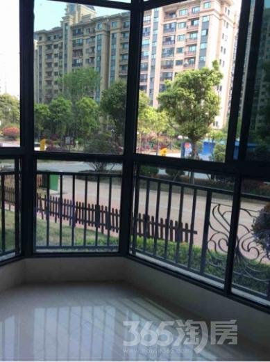 恒大御景湾1室2厅1卫67平米豪华装产权房2016年建