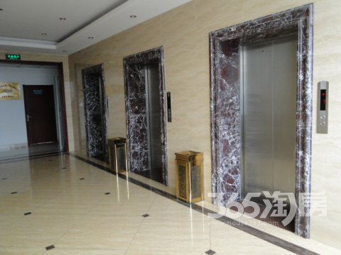 新华夏大厦90.00�O可注册公司整租精装