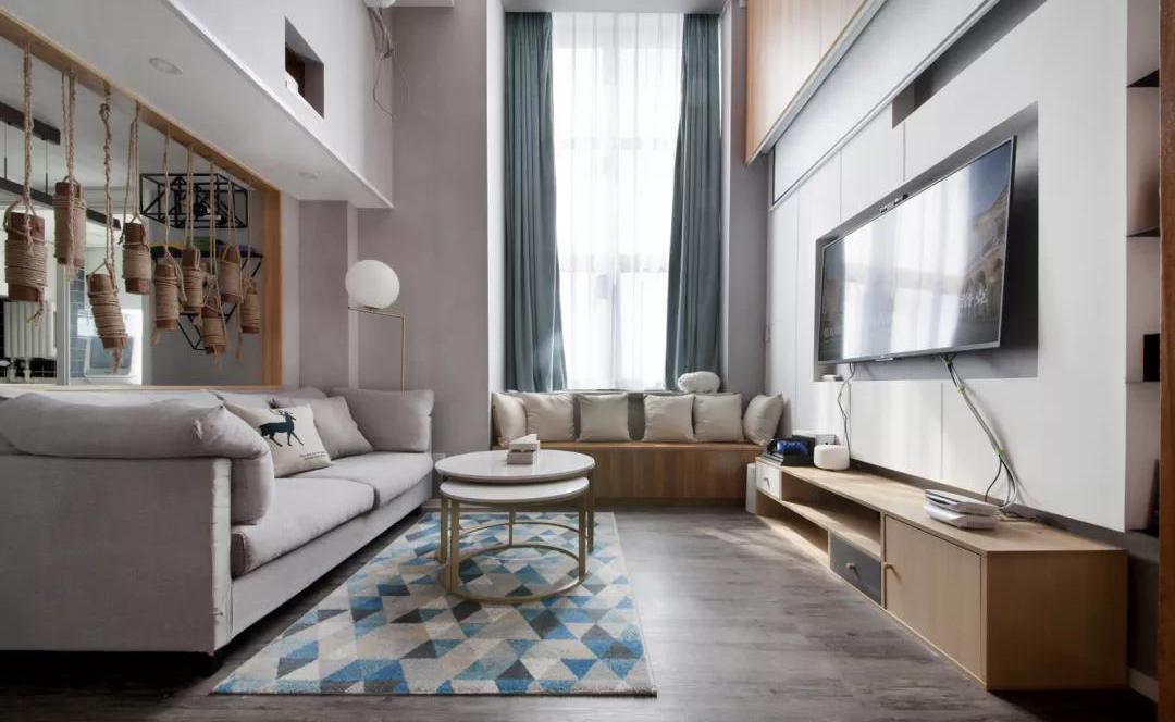 46平的小户型复式楼,把客厅做成挑高空间,更显宽敞