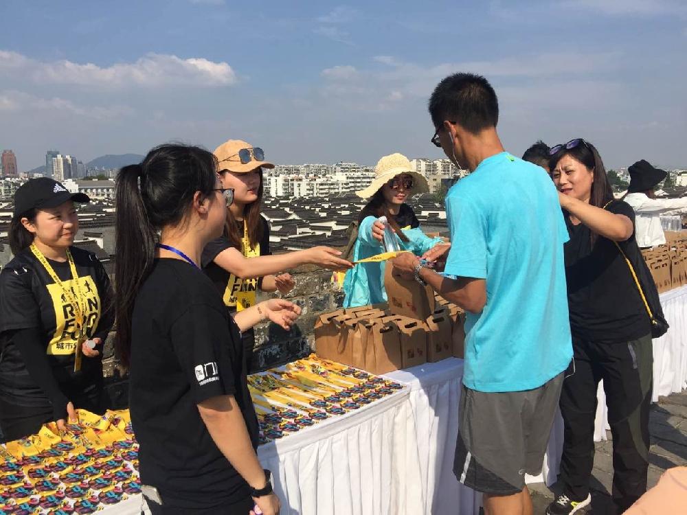 365直击:与城共跑 2017南京城市乐跑赛正在举行