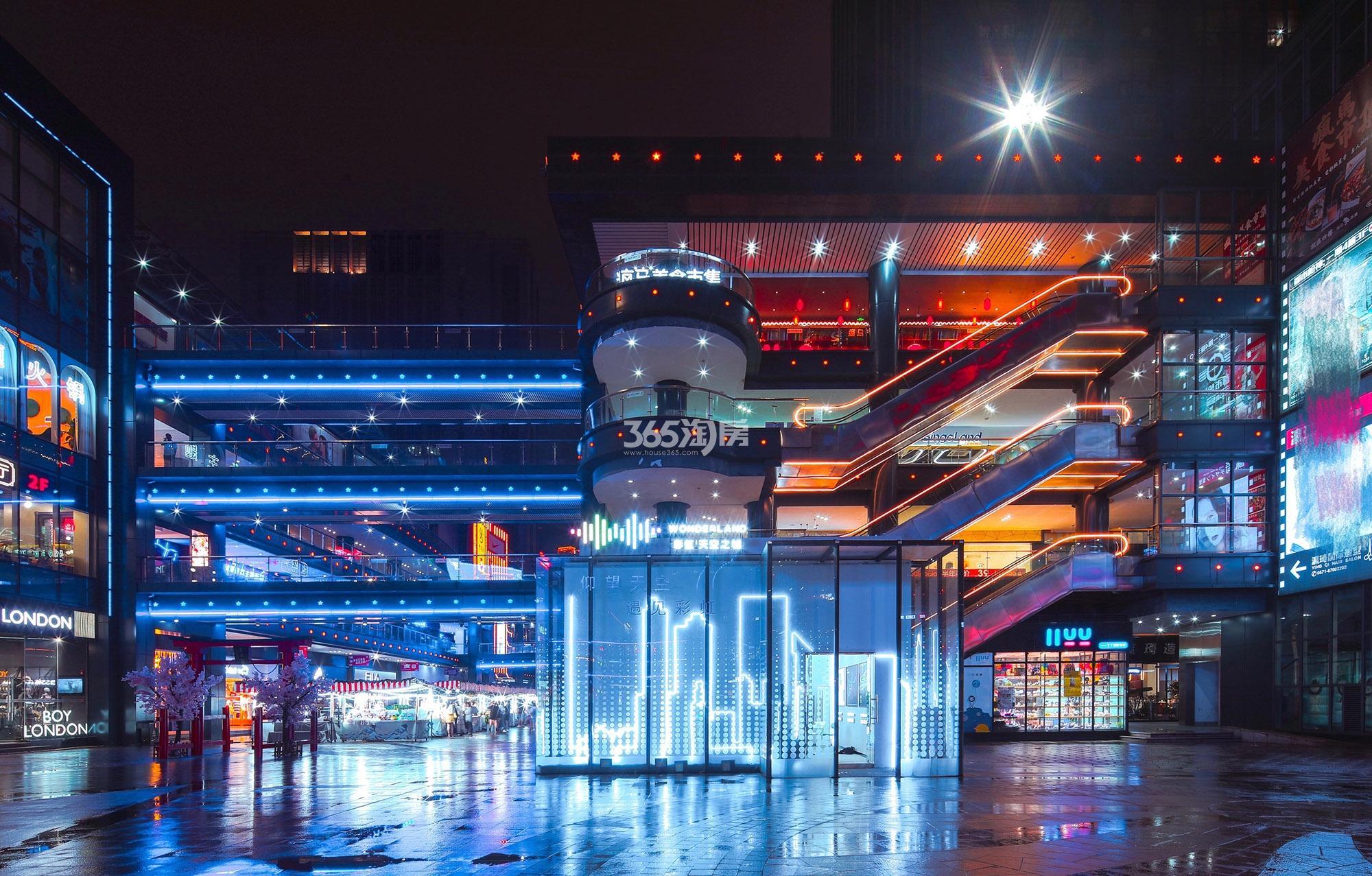 地铁万科彩虹天空之城实景图