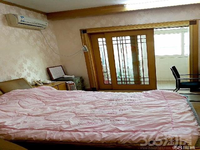 荷香盛世3室2厅1卫107平米1999年产权房精装