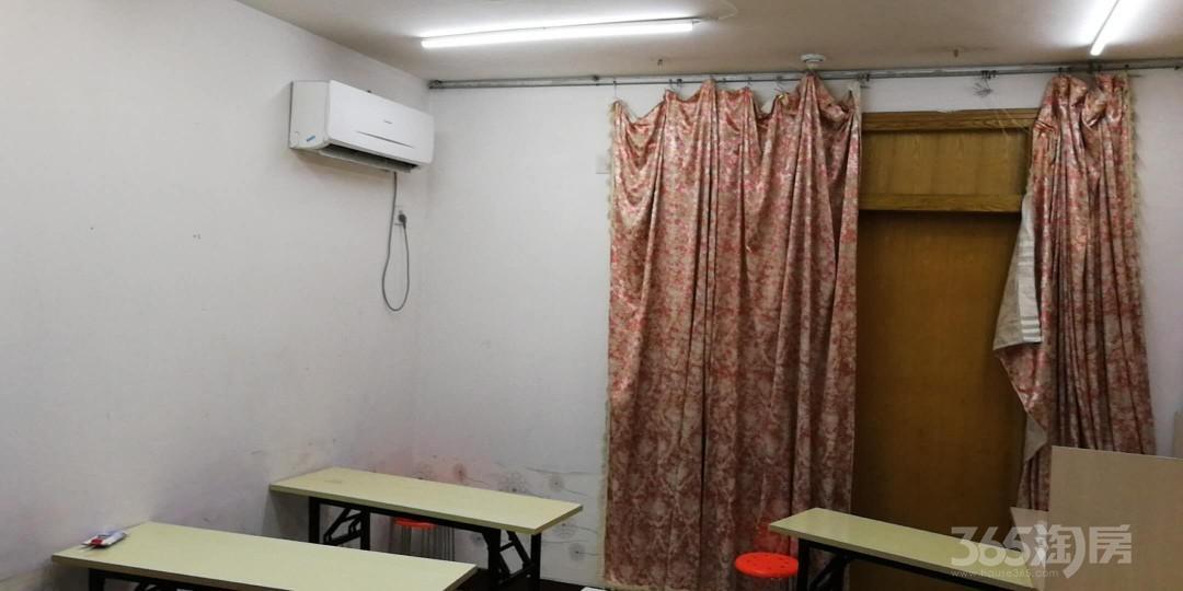 民主路学区房更新小区3室1厅1卫63平米1999年产权房精装