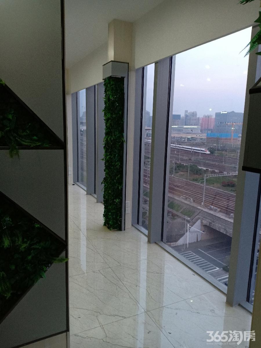 雨花台区宁南绿地之窗北广场
