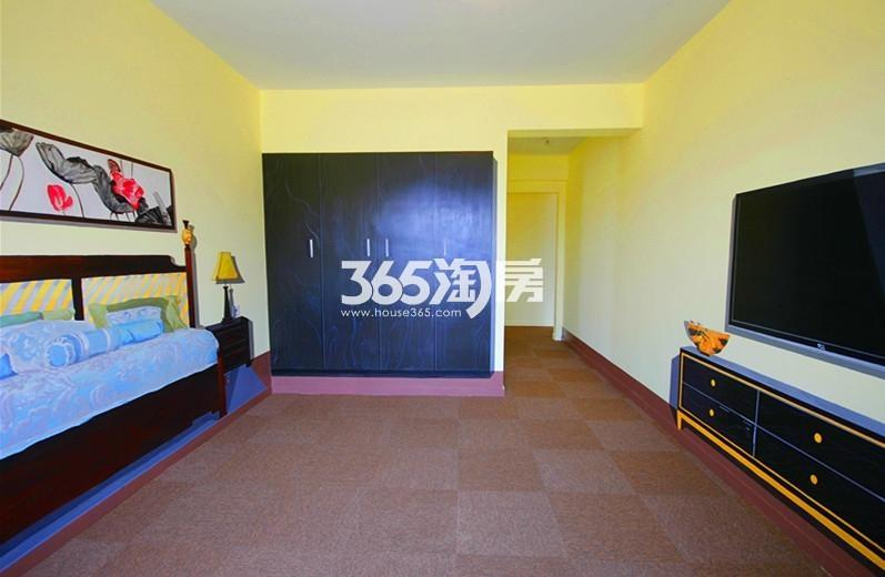 雅居乐国际花园B1户型125方样板房——卧室全景