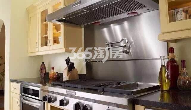东方樾府样板间厨房实景图(2017.12.1)