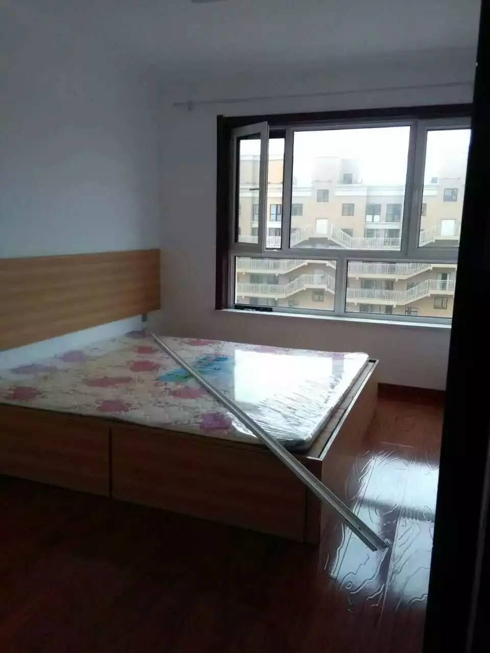 浦东花园3室2厅2卫35㎡次卧带阳台精装地铁口
