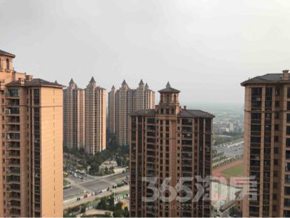 雅居乐滨江国际4室2厅4卫195平米毛坯产权房2016年建